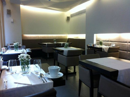 O&B Athens Boutique Hotel: Breakfast area