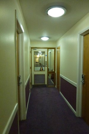 Premier Inn London Hayes, Heathrow Hotel : to get to room from top of landing