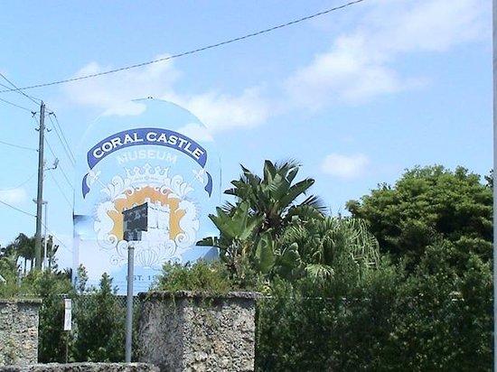 Coral Castle: vista desde el estacionamiento