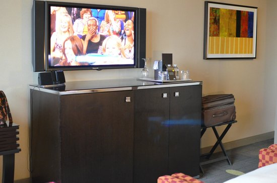 MGM Grand Detroit : flat screen tv in room