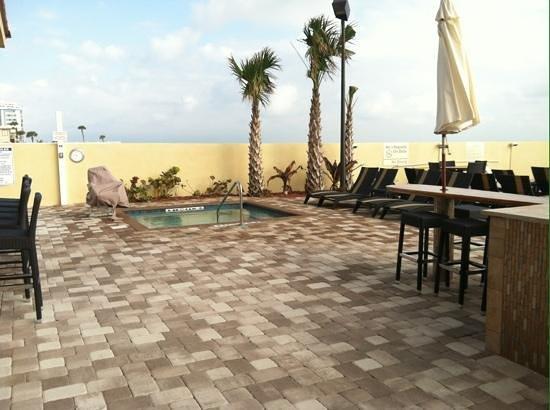 Hampton Inn Daytona Beach/Beachfront: Hot tub