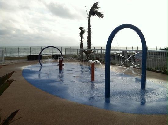 Hampton Inn Daytona Beach/Beachfront: Splash Pad for kids