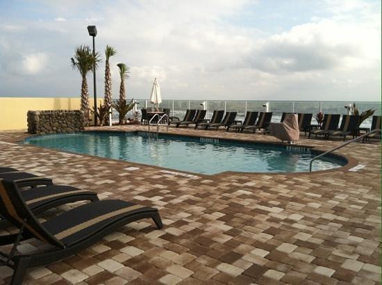 Hampton Inn Daytona Beach/Beachfront: Pool area