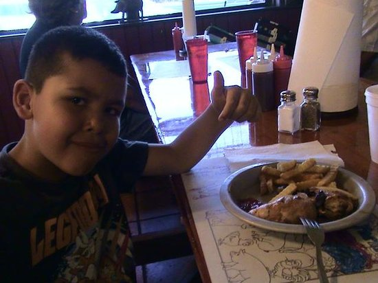 Shiver's Bar-B-Q: mi hijo disfrutando