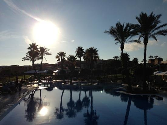 Insotel Punta Prima Prestige Suites & Spa: sunset in the swimming pool