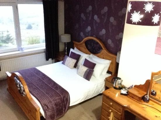 Ben Loyal Hotel: room 1