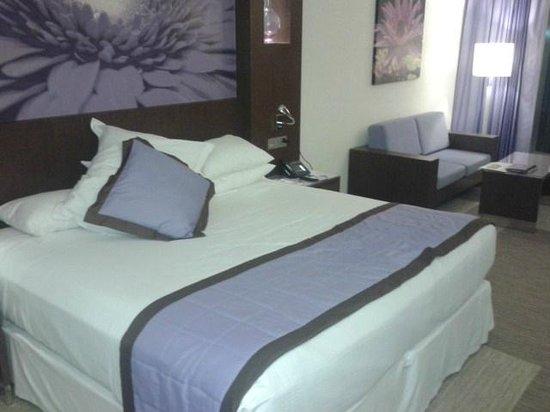 Hotel Riu Plaza Panamá: Cama enorme