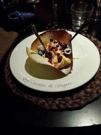 Quel Castello di Diegaro : Cestino di crema chantilly e frutti di bosco.