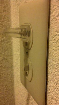 La Quinta Inn & Suites Columbia Jessup: right side outlet