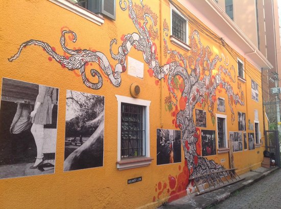 Uvaia Hostel : Arte na lateral