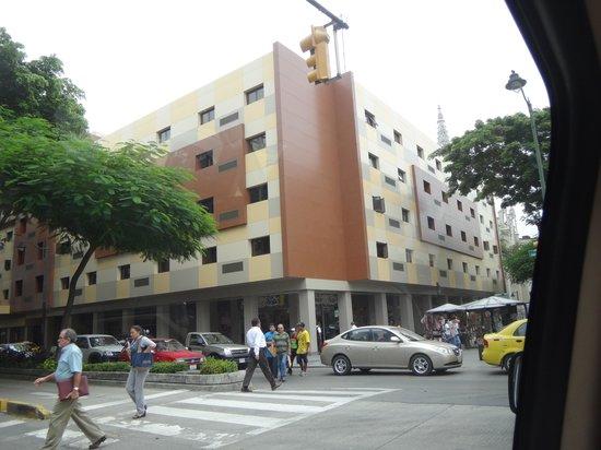 Grand Hotel Guayaquil: Frente del hotel