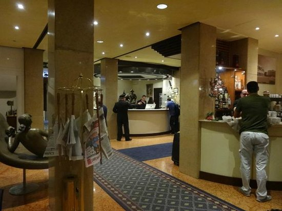 Grand Hotel Des Arts : A recepção e o bar