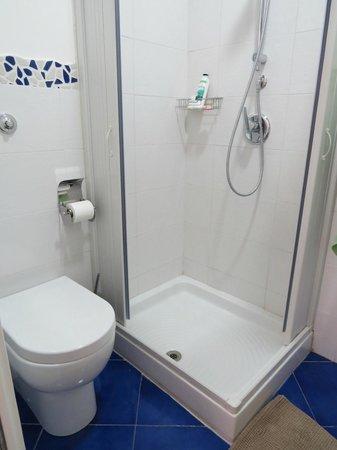 Alba sul Vaticano : Banheiro do quarto