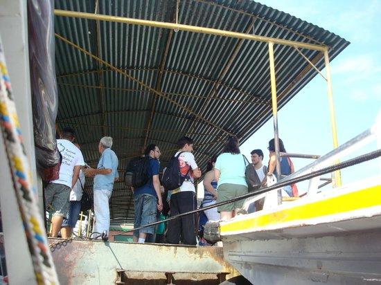 Floating Dock : Passageiros em busca de transporte