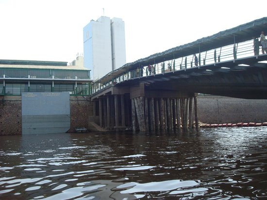 Floating Dock : Ponte sobre palafilas