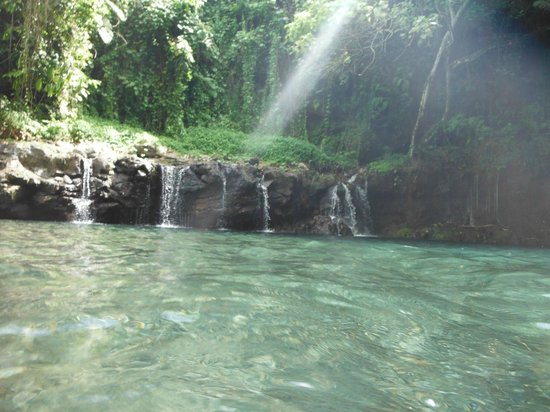 Afu Aau Waterfall: far side of the main pool