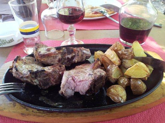 A Funtanella: une spécialité d'agneau et de pommes de terre au four: Excellent !