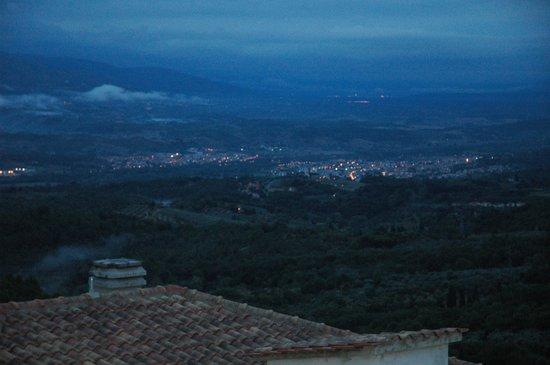 Appartamenti Il Castagno: Evening View from the Village