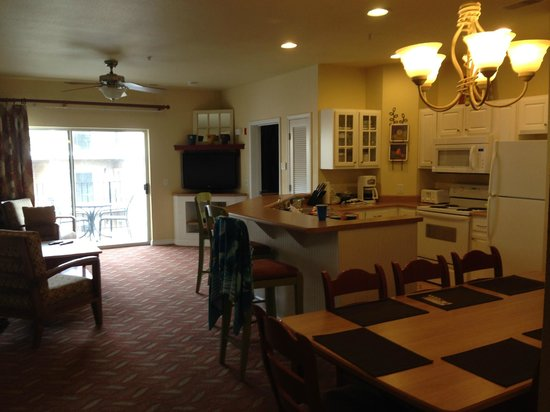 Wyndham Mountain Vista : From back hallway of 3 bedroom through to living area