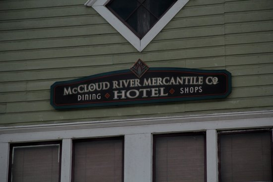 McCloud Mercantile Hotel: A welcoming front porch !