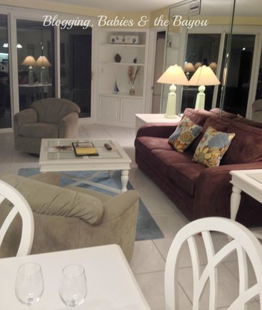 Sandestin Golf and Beach Resort: Living room- plenty of sopace for a large family