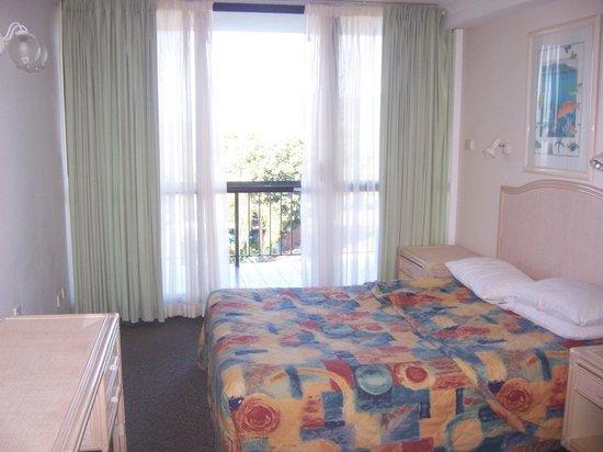 Cairns Plaza Hotel: bedroom