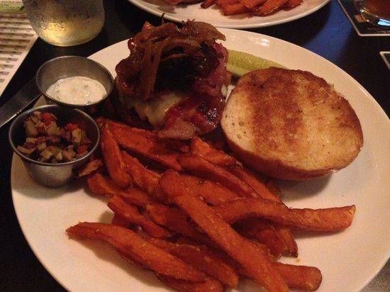 The Reservoir - Restaurant and Tap Room: Lamb burger was delicious!