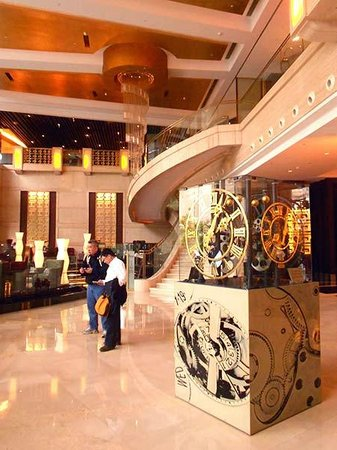 Swissotel Grand Shanghai: The lobby is very handsome, and the check-in staff were very professional.
