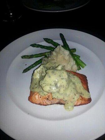 89 Fish & Grill : salmon