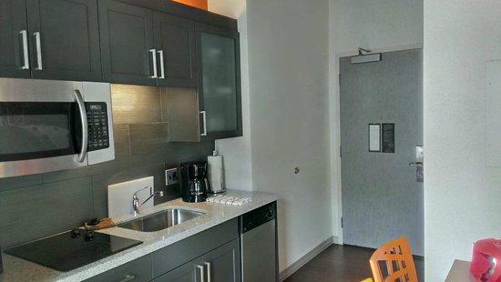Residence Inn Boston Downtown Seaport : kitchen area