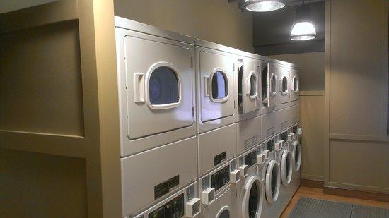 Residence Inn Boston Downtown/Seaport: laundry