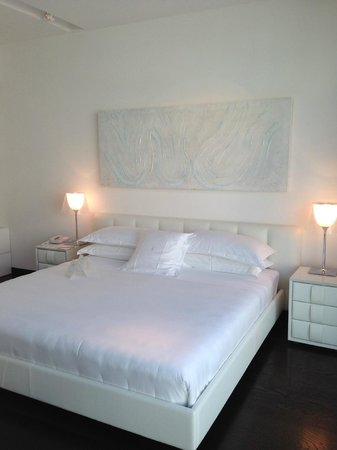 Magna Pars Suites: bedroom