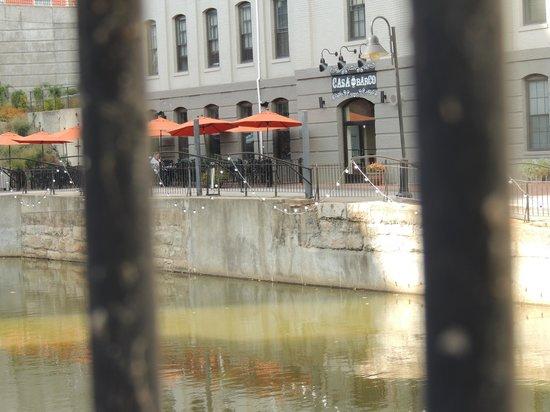 Casa del Barco: along the canal