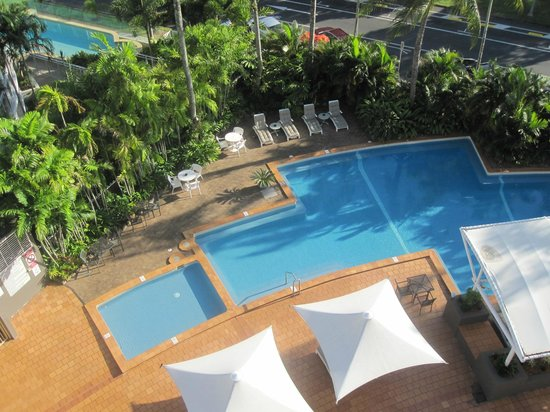 DoubleTree by Hilton Hotel Cairns: pool view 618