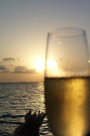 Muraka Restaurant : sunset with Champagne