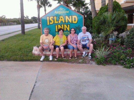 St Augustine Island Inn: Sitting in front of Motel.