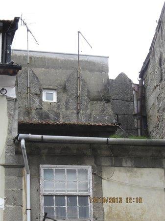Porto Free Tour: Medieval wall - little bit hidden between houses