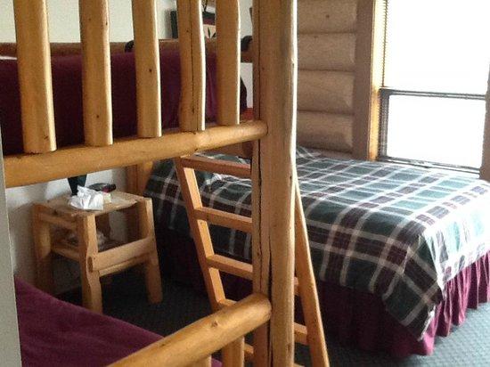 Bear's Claw Lodge: Family Room