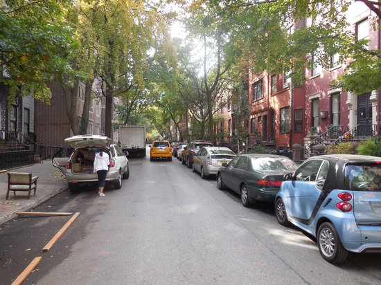 Ray's Food and Walking Tours: One of the more affluent streets in Brooklyn