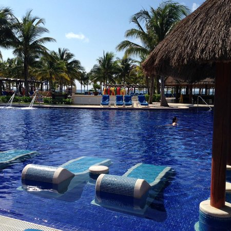 Barcelo Maya Palace: Great Pool Chairs In The Water