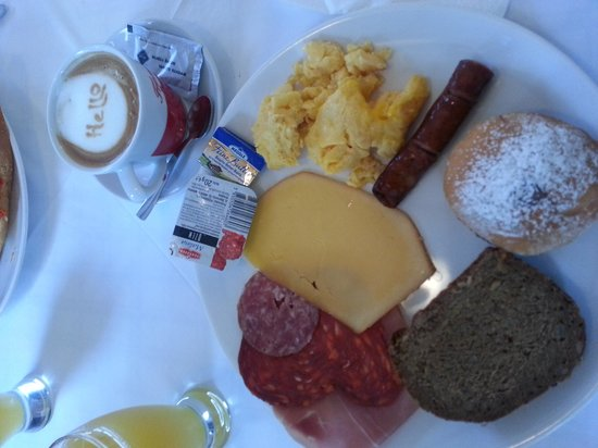 Hotel Jagerhorn: yummy breakfast at the hotel
