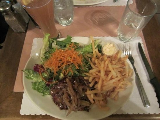 Le Cafe Krieghoff: French cut steak with fries and salad