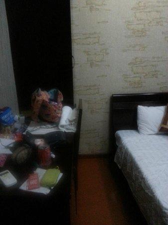 Hanoi Lucky Guesthouse : Desk/bureau