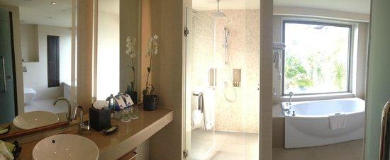 The Westin Siray Bay Resort & Spa Phuket: Bathroom