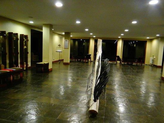 "Rio Serrano Hotel: Salon de la entrada principal del Hotel Rio Serrano"""