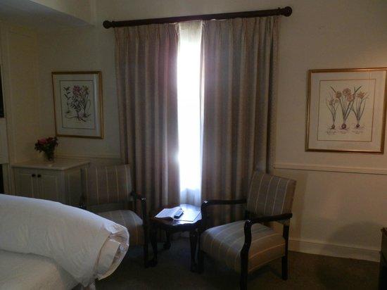 Queens Hotel: bedroom