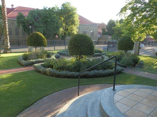 Queens Hotel: back garden