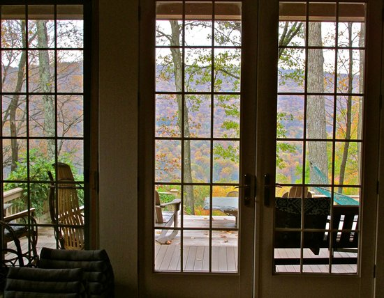 Santosha on the Ridge Bed and Breakfast Sanctuary: View out the living room doors