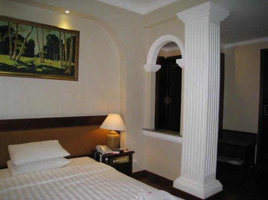 Huong Sen Hotel: room