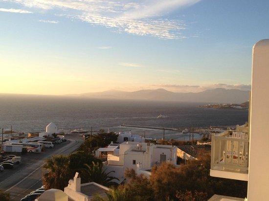 Hermes Mykonos Hotel : Notice some balconies side-by-side (on right)